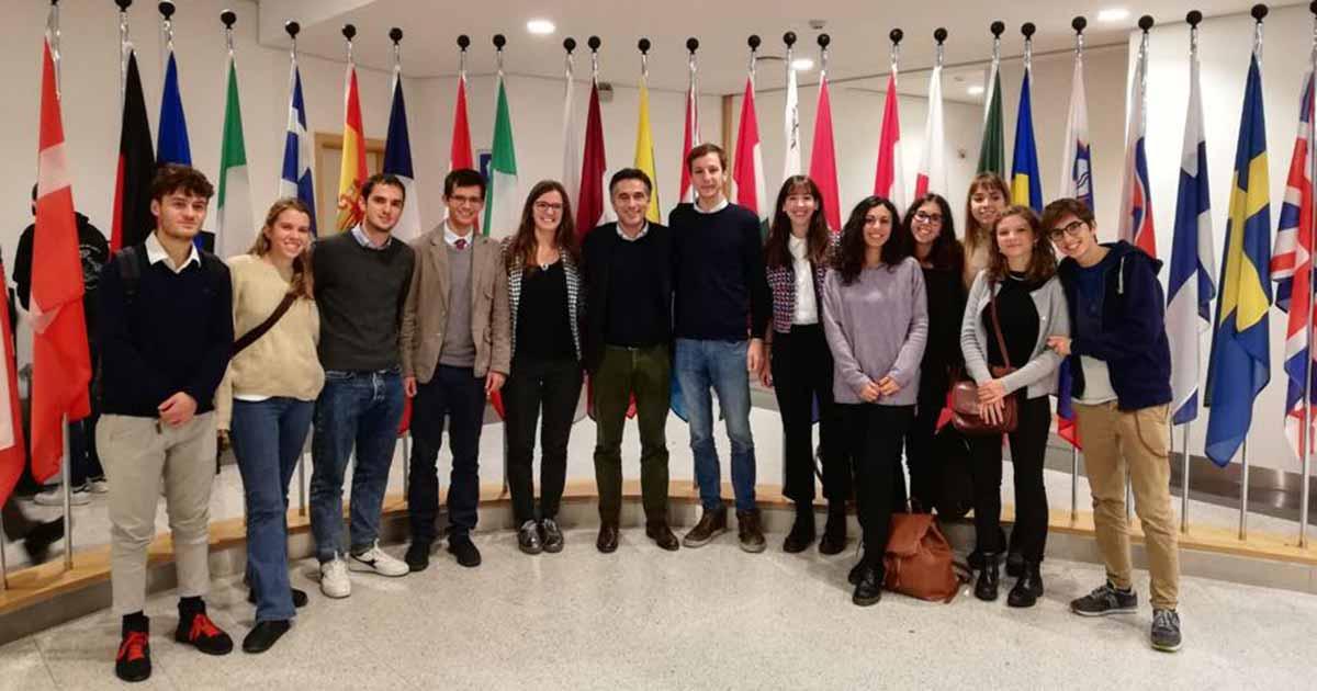 Incontro nel Parlamento Europeo con un gruppo di studenti universitari